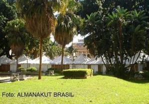 A Feira é a céu aberto, no centro de Ribeirão Preto.